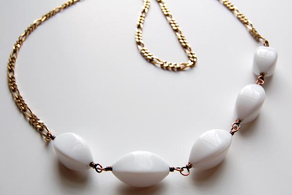 neck_white_bead.jpg