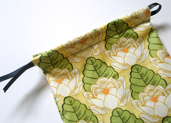 Tutorial: Sewing a Mini-Drawstring Bags. | Curbly